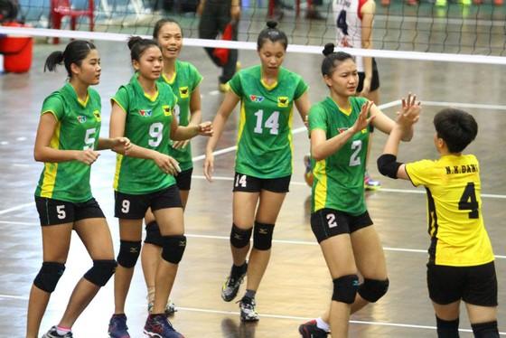 Chung kết giải bóng chuyền trẻ các CLB nữ Việt Nam 2017: Cuộc chiến cân não! ảnh 2
