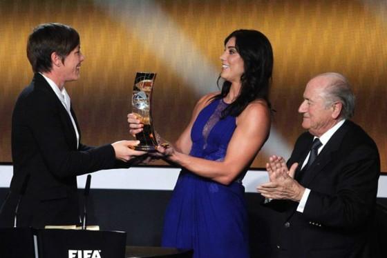 Cựu Chủ tịch FIFA bị tố quấy rối tình dục ảnh 1