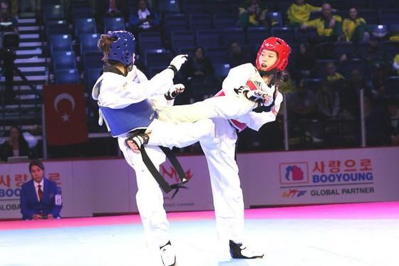 Nữ võ sĩ Hồ Thị Kim Ngân (phải) giành vé chính thức dự Olympic trẻ 2018.