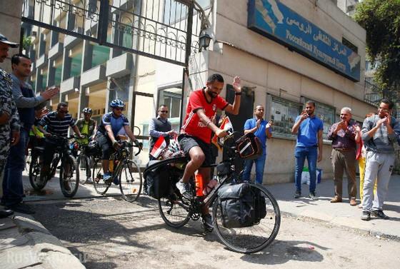 Chàng trai Ai Cập đạp xe 5.000km đến Nga cổ vũ đội tuyển ảnh 2