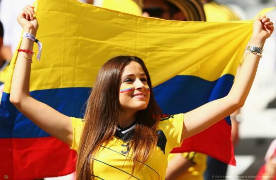 CĐV xinh đẹp của Colombia.