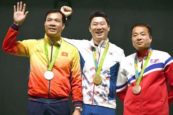 Xạ thủ 4 lần vô địch Olympic đến Việt Nam ảnh 2