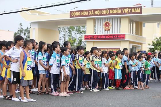 1.500 VĐV chạy Việt dã mừng 40 năm Cần Giờ sáp nhập với TPHCM ảnh 3