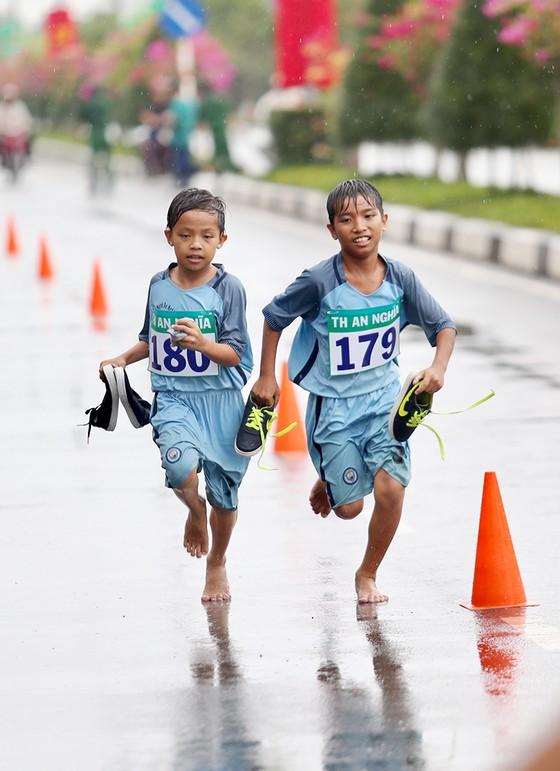 1.500 VĐV chạy Việt dã mừng 40 năm Cần Giờ sáp nhập với TPHCM ảnh 4