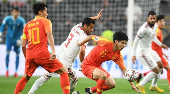 Các cầu thủ Trung Quốc đã không thể làm nên chuyện trước sức mạnh của đội Iran