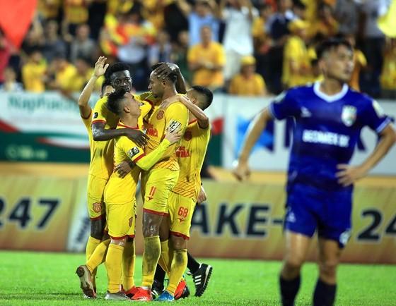 Thắng Bình Dương 1-0, Nam Định thoát khỏi nhóm cuối bảng ảnh 1