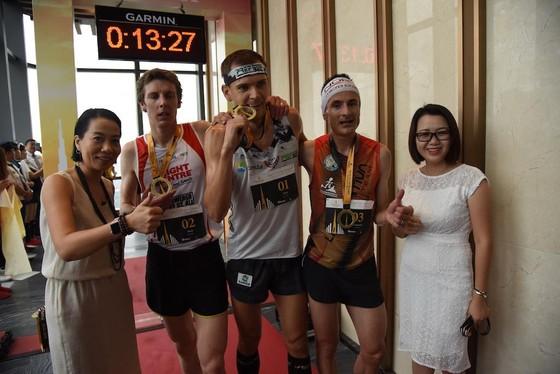 Nhà vô địch thế giới chinh phục tòa nhà Lanmark 81 ảnh 2