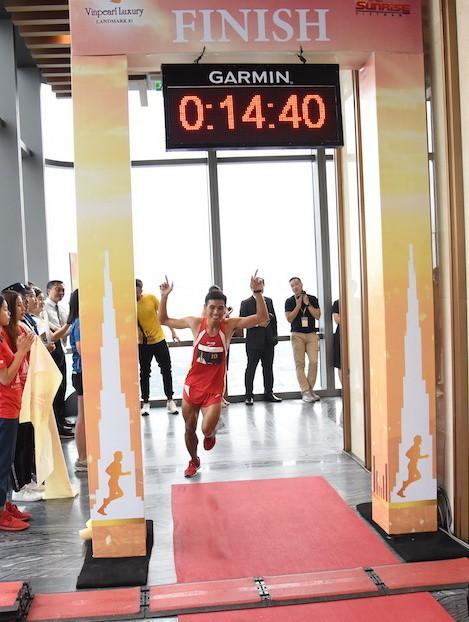 Nhà vô địch thế giới chinh phục tòa nhà Lanmark 81 ảnh 3