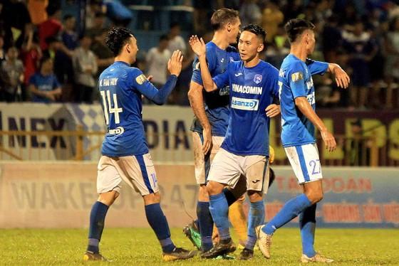 Than Quảng Ninh ghi tên vào tốp 5 sau trận hòa trên sân Thiên Trường. Ảnh: MINH HOÀNG