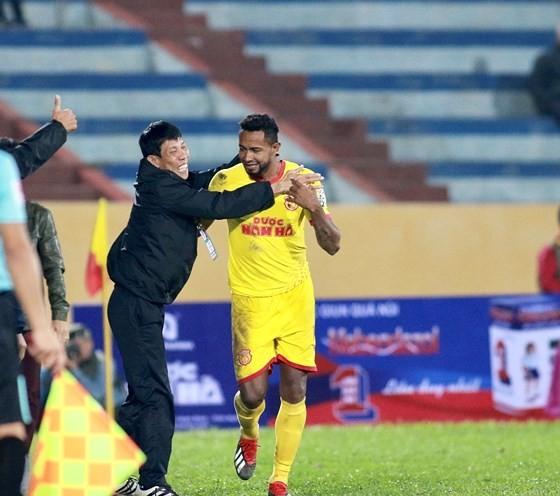 Nam Định có chiến thắng bất ngờ trên sân nhà. Ảnh: MINH HOÀNG