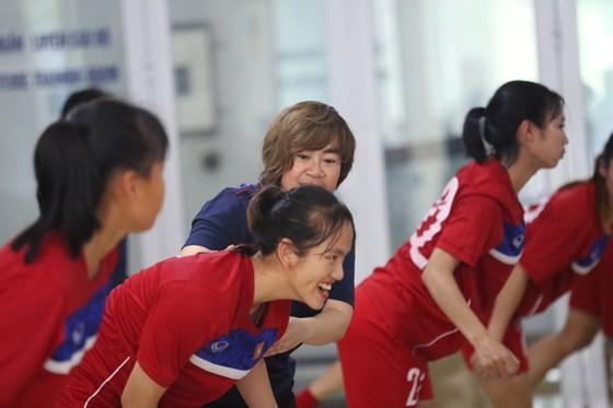 Tuyết Ngân và các đồng đội suýt gây bất ngờ trước U18 Hàn Quốc  ảnh 1