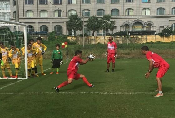 'Lò' đào tạo thủ môn tại TPHCM ảnh 5