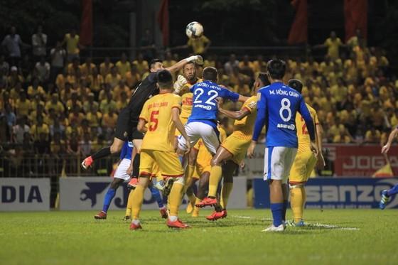 Than Quảng Ninh và Nam Định bất phân thắng bại ở vòng 20. Ảnh: MINH HOÀNG