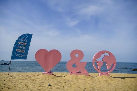 Rác thải được dọn sạch, trả lại vẻ đẹp cho bờ biển Việt Nam ảnh 2