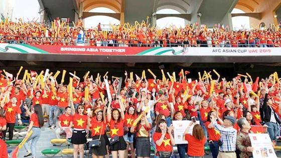 Các CĐV Việt Nam luôn đồng hành cùng đội tuyển quốc gia.