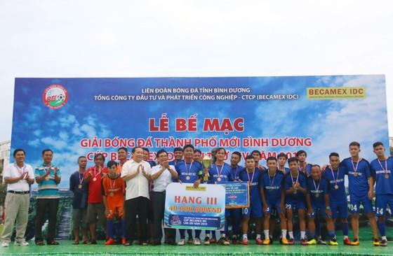 CLB Hoàng Gia đăng quang giải bóng đá TP Mới Bình Dương - Cúp Becamex IDC 2019 ảnh 6