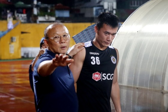 Tiến Dũng vẫn là sự lựa chọn số 1 trong khung thành U22 Việt Nam. Ảnh: Minh Hoàng