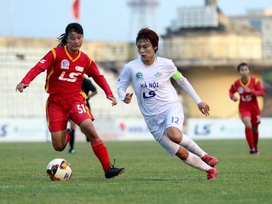 Thủ quân Hải Yến tỏa sáng với 4 bàn thắng cho đội Hà Nội. Ảnh: Anh Trần