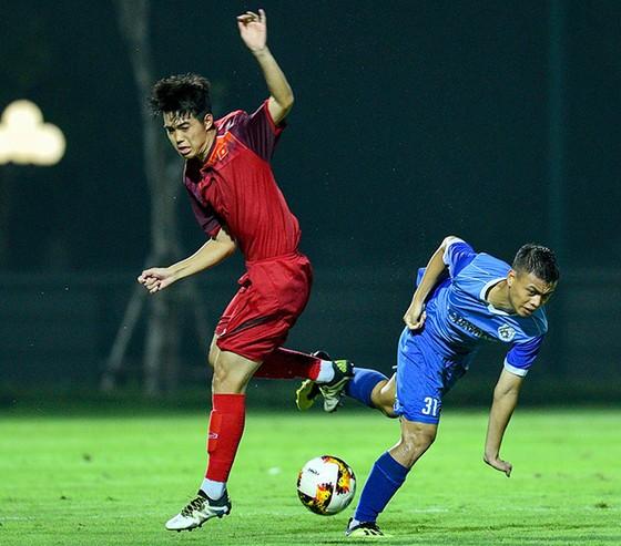 HLV Phillippe Troussier chia tay 11 cầu thủ U19 Việt Nam ảnh 2