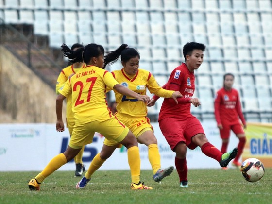 Dù thắng trận, nhưng ngôi vô địch mùa này càng lùi xa với ĐKVĐ Hà Nam. Ảnh: Anh Trần