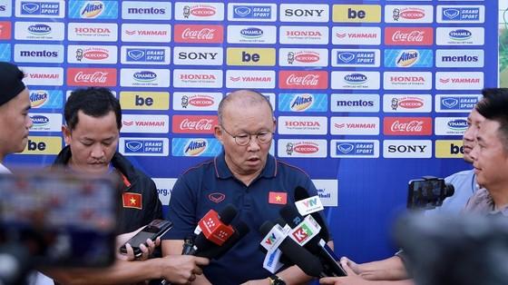 HLV Park Hang-seo thận trọng khi đánh giá về các đối thủ, Ảnh: MINH HOÀNG