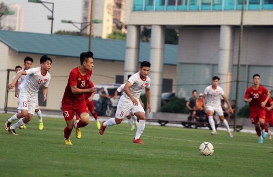 ĐT Việt Nam thua các đàn em U22 trên loạt sút luân lưu ảnh 1