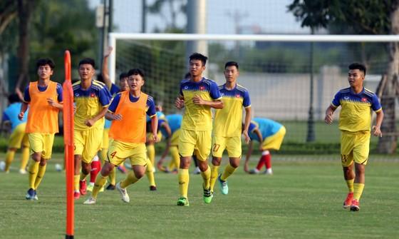 Đội U19 Việt Nam đã đông quân số để chuẩn bị sang Thái Lan thi đấu. Ảnh: Đoàn Nhật