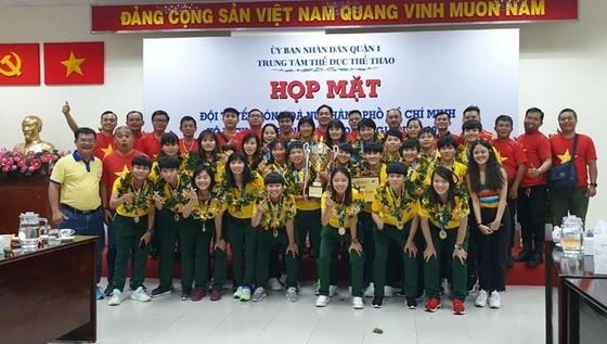Đội tuyển nữ TPHCM vinh quang trong ngày về ảnh 6