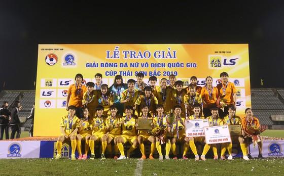 Mùa giải thành công của bóng đá TPHCM  ảnh 1