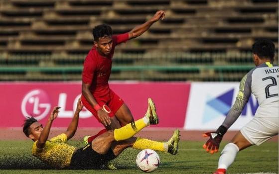 Đội U22 Indonesia (áo đỏ) sẽ sang Trung Quốc dự giải tập huấn
