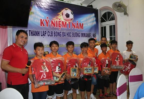 CLB Bóng đá cộng đồng Immanuel Huế đã tròn 1 năm đi vào hoạt động. Ảnh: HỮU THÀNH
