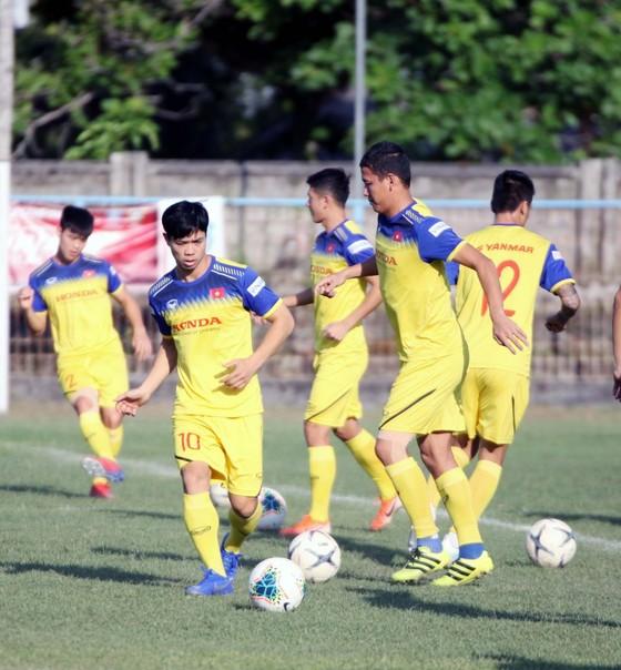 ĐT Việt Nam hứng khởi, sẵn sàng giành 3 điểm trước Indonesia ảnh 1