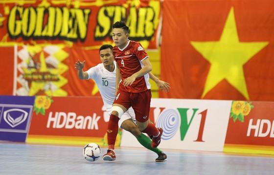 Việt Nam và Indonesia bất phân thắng bại. Ảnh: Dũng Phương
