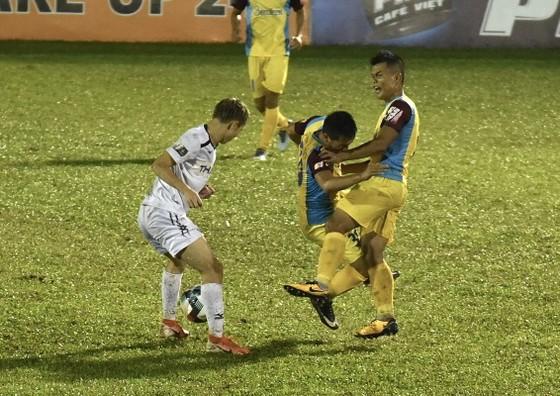 Thua đậm tại Pleiku, Khánh Hòa chia tay V-League ảnh 1