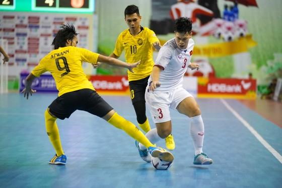Bằng điểm với Indonesia, nhưng các cầu thủ Việt Nam mất ngôi đầu bảng do thua ở hiệu số. Ảnh: Anh Trần