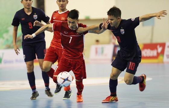 Phung phí cơ hội, Việt Nam lại để Thái Lan vượt qua ở trận bán kết. Ảnh: Anh Trần