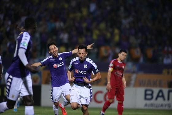 Trọng tài lại bị phản ứng trong trận Hà Nội - TPHCM ở Cúp Quốc gia 2019 ảnh 2