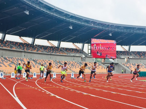 Nước chủ nhà thử nghiệm đường chạy điền kinh ở Sân vận động chính phục vụ SEA Games 30.