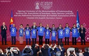 Quang cảnh lễ ký Bản ghi nhớ hợp tác giữa ASEAN và FIFA. Ảnh: Quang Hiếu