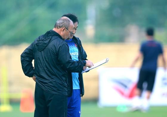 HLV Park Hang-seo chuẩn bị chốt danh sách cho hai trận gặp UAE và Thái Lan. Ảnh: Minh Hoàng