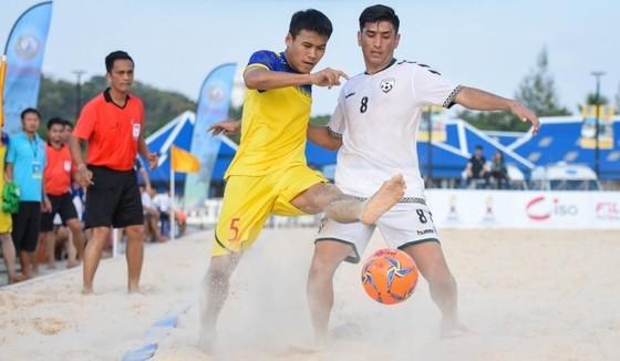 Giải bóng đá bãi biển AFF 2019: Thua ngược Afghanistan, Việt Nam khó bảo vệ ngôi vô địch ảnh 1