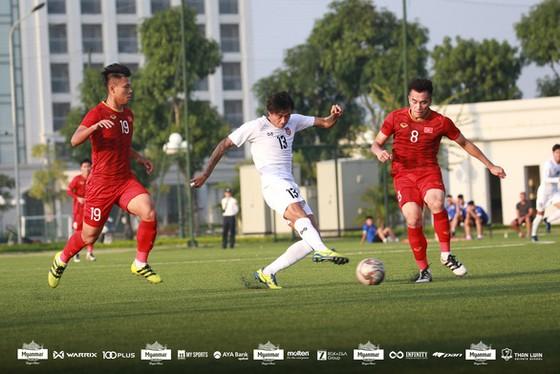 Hai đội U22 Việt Nam và U22 Myanmar bất phân thắng bại tại sân PVF vào chiều 17-11. Ảnh: MMF
