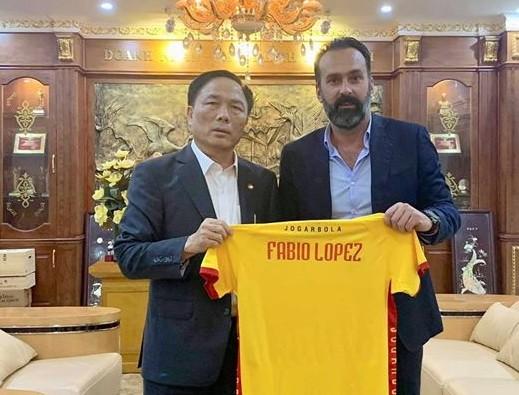 Bầu Đệ và HLV Lopez