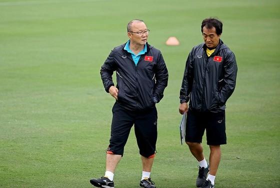 Trợ lý Lee Young-jin (phải) tự tin nói về cuộc hành trình của U22 Việt Nam tại SEA Games 30.