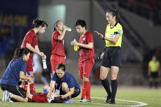 Dàn hot-girl làm nền cho chiến thắng thuyết phục của tuyển nữ Việt Nam ảnh 1