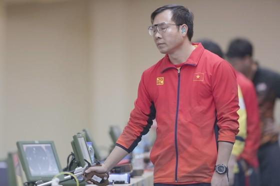 Xạ thủ Hoàng Xuân Vinh chỉ có thể đoạt được tấm HCB nội dung sở trường 10m súng ngắn hơi nam. Ảnh: DŨNG PHƯƠNG