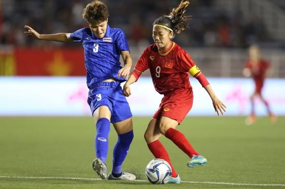 Nữ trọng tài xinh đẹp gây sốt trận chung kết bóng đá nữ ảnh 5