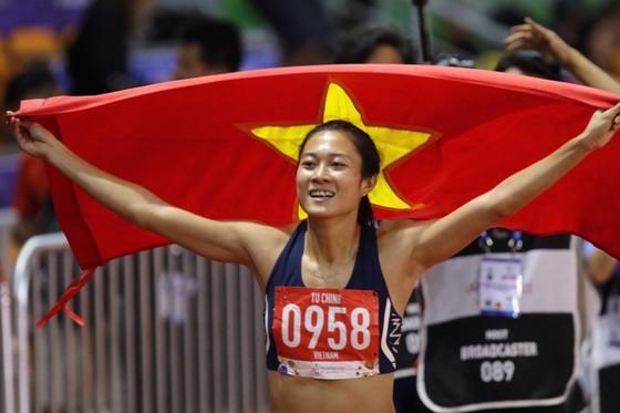 Lê Tú Chinh đã có chiến thắng rất đáng nhớ tại nội dung 100m nữ. Ảnh: DŨNG PHƯƠNG