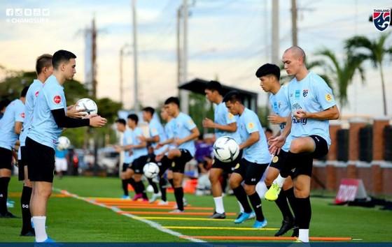 Đội tuyển Thái Lan có thể bị cấm thi đấu quốc tế nếu FIFA phát hiện FAT gian lận trong bầu cử chủ tịch.