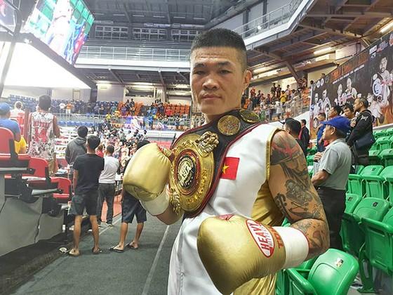Trương Đình Hoàng tiếp tục tạo dấu ấn lịch sử cho quyền Anh Việt Nam ở đấu trường châu Á.